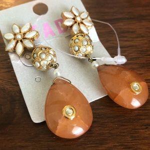 Jewelry - Beautiful earring